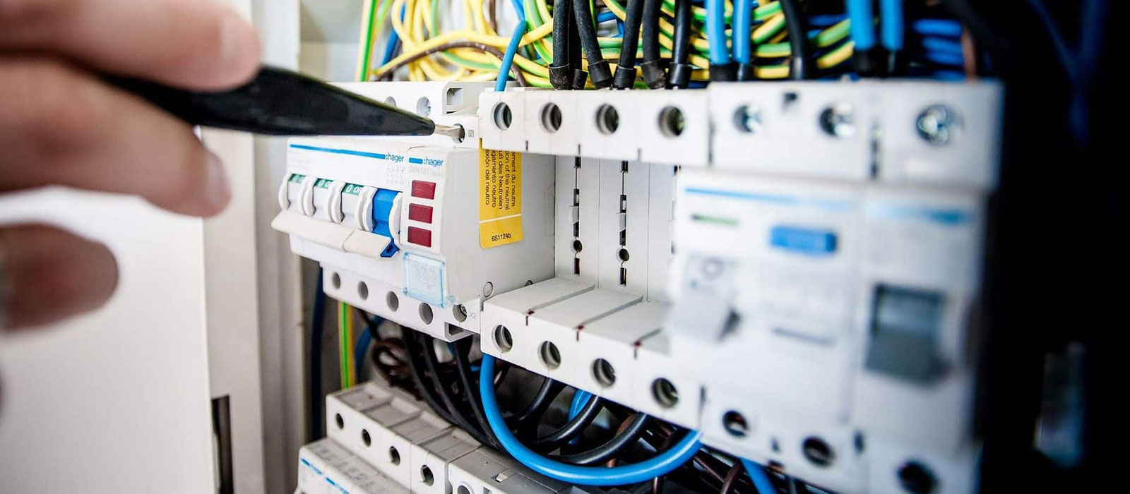 Our electricians specialise in providing electrical services to commercial, industrial and domestic customers across Perth including 24/7 emergencies.